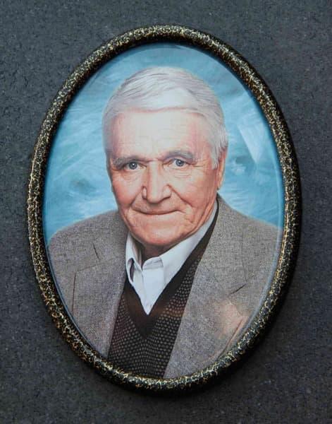 Рамка для медальона на памятник