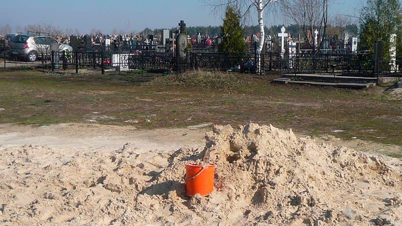 Песок на кладбище: зачем нужен и где его взять?