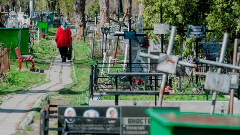 Народные приметы: 5 вещей, которые нельзя делать на кладбище