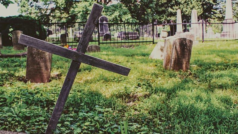 Как вести себя на кладбище?