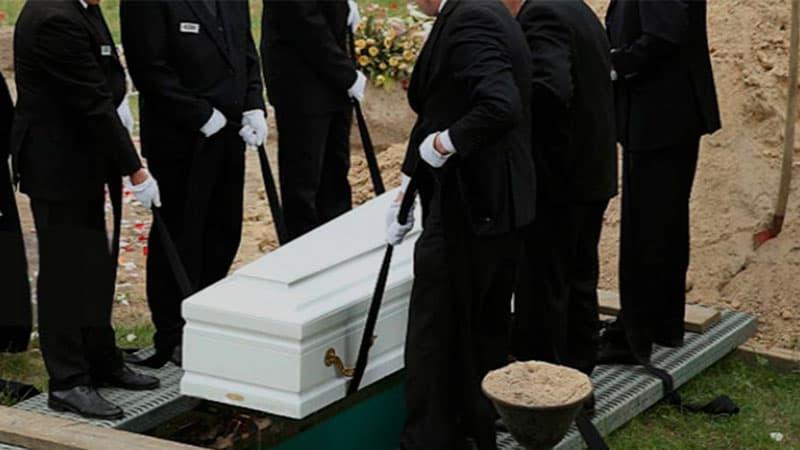 Почему и зачем делают предоплату похорон?