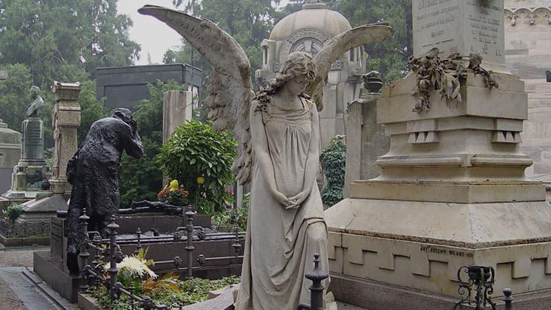 Символизм скульптур на могилах