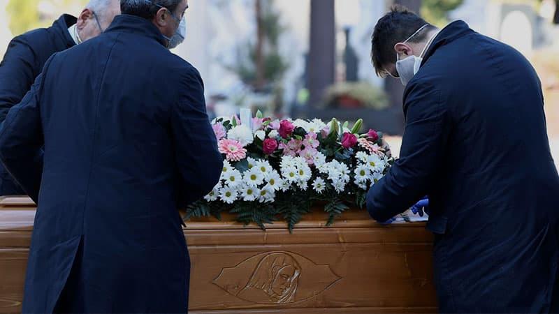 Обязательно ли присутствовать на похоронах близкого человека
