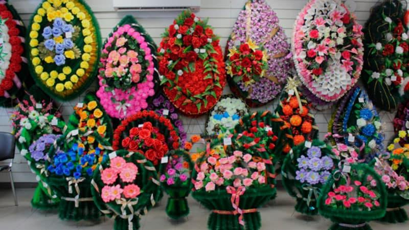 Как выбрать венок на похороны
