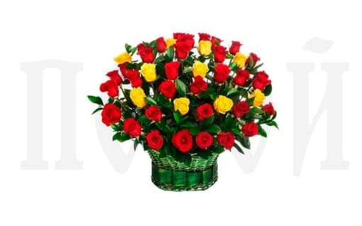 Корзина из живых цветов «Красная и желтая роза»
