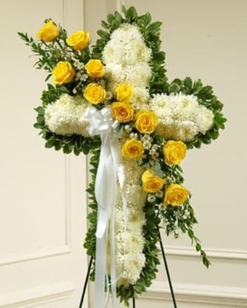 Венок из живых цветов «Белый крест»