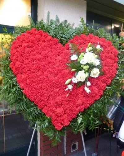 Венок из живых цветов «Вечная любовь»
